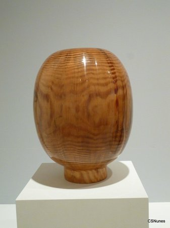 High Museum of Art: Vessel (turned yellow pine), by American Edward Allen Moulthrop.