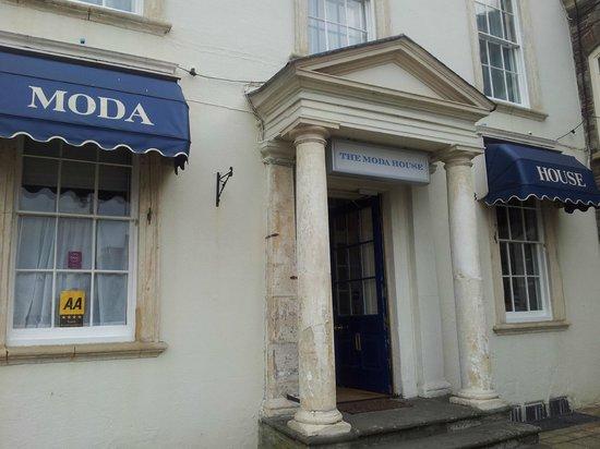 Moda House: The exterior