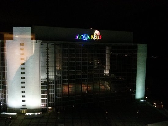 Aquarius Casino Resort: Panoramic View - Night Time (river to right)
