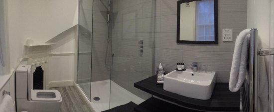 The Norfolk Mead Hotel: Samphire Suite Bathroom