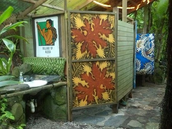 Tisa's Barefoot Bar: Scenic outdoor bathroom