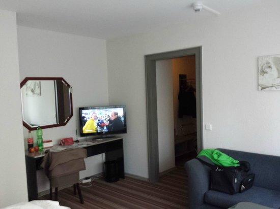 Leonardo Inn Hotel Hamburg Airport: Zimmer