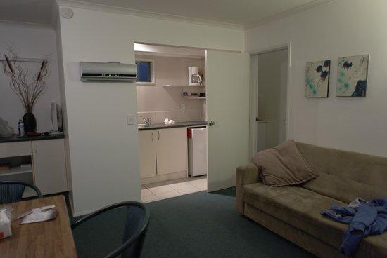 Accolade Lodge Motel : кухонька