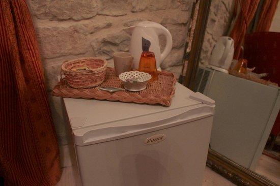 LeMas des Carnassoles: Cofee and tea facilities et le frigo
