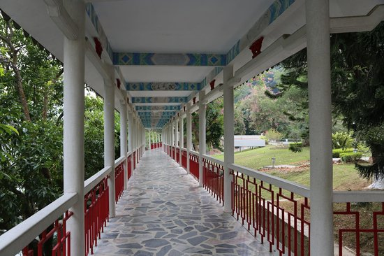 Guangdong Hot Spring Hotel: Covered Walkway to guest facilities
