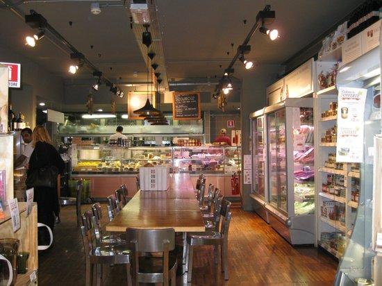Eataly Bologna : 食品売り場とキッチン