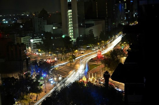 Holiday Inn Express Mexico Reforma: Vista nocturna desde habitación de esquina