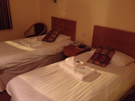 Ufford Park Woodbridge Hotel, Golf & Spa: Standard twin room - basic but comfortable and as expected.