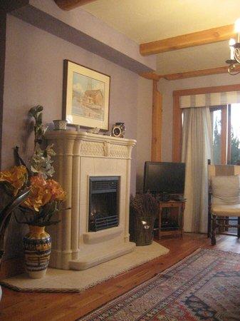 Apple d'or: Silken sitting room
