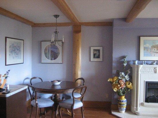 Apple d'or: Silken breakfast table