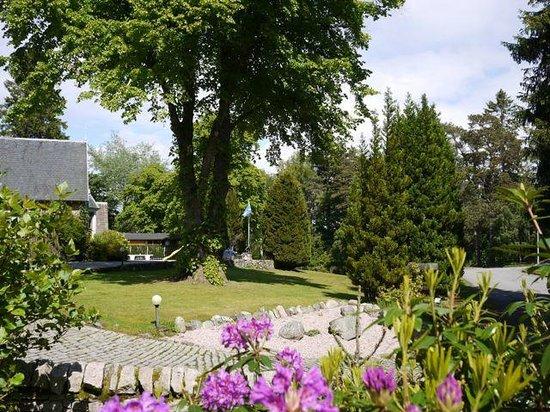 Pine Bank Chalets: Gardens