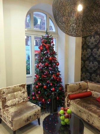 Mercure London Bloomsbury : lovely tree