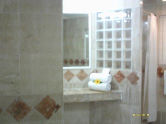 Couples Sans Souci: Daily Towels