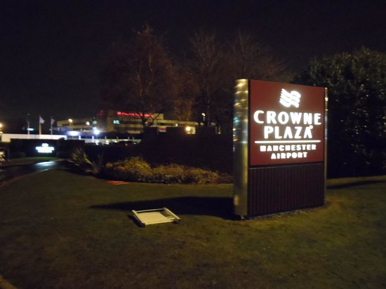 Crowne Plaza Manchester Airport : Hotel exterior