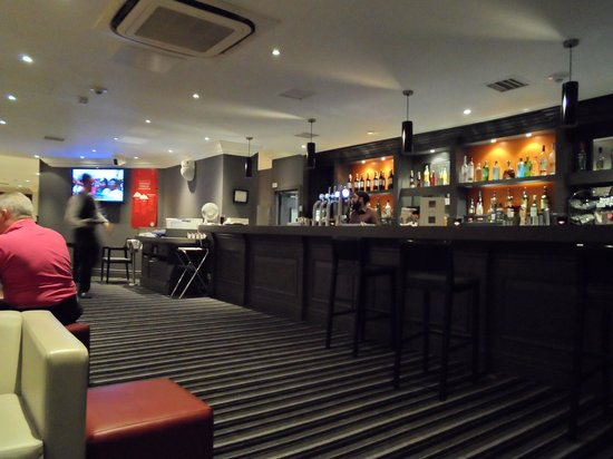 Crowne Plaza Manchester Airport: Lounge bar