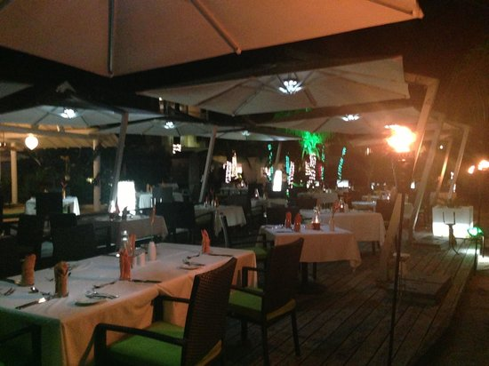 Tamarind by Elegant Hotels: Oceanfront dining !!
