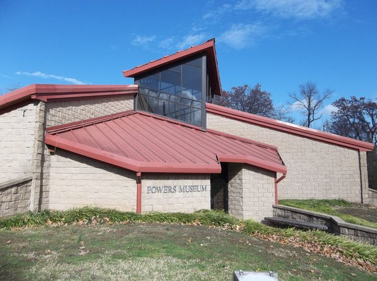 Carthage, MO: Exterior view of Powers Museum