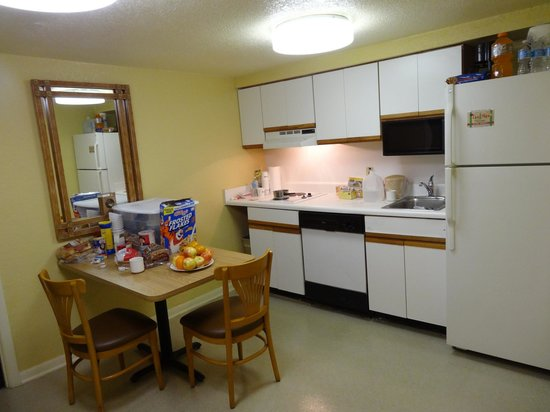 Celebration Suites: Cozinha do apartamento