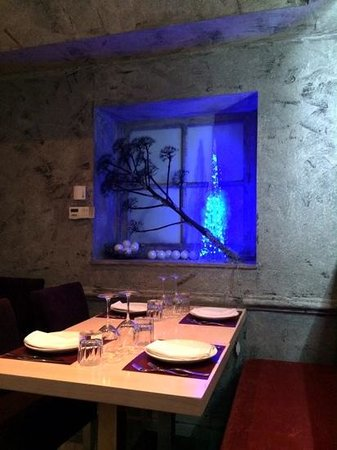 2MAZI Restaurant: Cool atmosphere