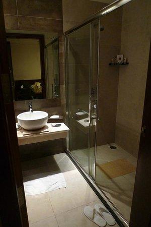 Gokulam Park Coimbatore: bathroom