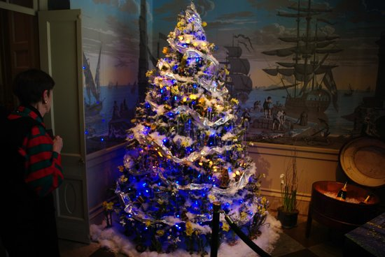 Winterthur Museum, Garden & Library: One of the many Christmas trees in the mansion.