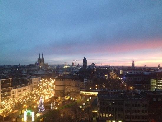 Hotel Cologne Rudolfplatz : uitzicht op de Dom en de kerstmarkt