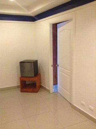 Amador Ocean View Hotel & Suites: minibar