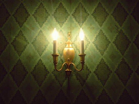 Melange Bed and Breakfast: Light fixture, in Emerald Suite.