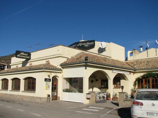 Hostal Cal Jaumet : Vista general desde la carretera