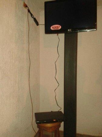 Cableado de la television improsivado - Picture of Hotel Klein ...