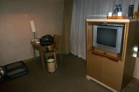 Xian Skytel Hotel: Small desk with good wi-fi