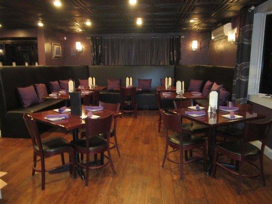 Taza Mediterranean Cuisine Restaurant : Cool decor