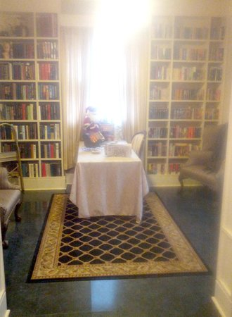 Rose Hill Bed & Breakfast : Library