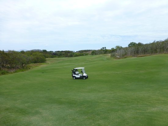 Reef View Hotel: Golf course on Dent Island