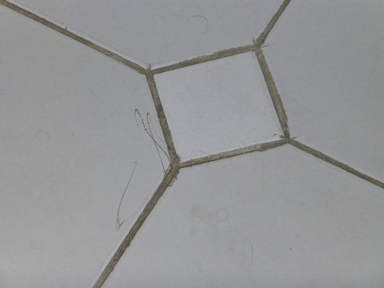 Reef View Hotel: Pencil marks over the floor