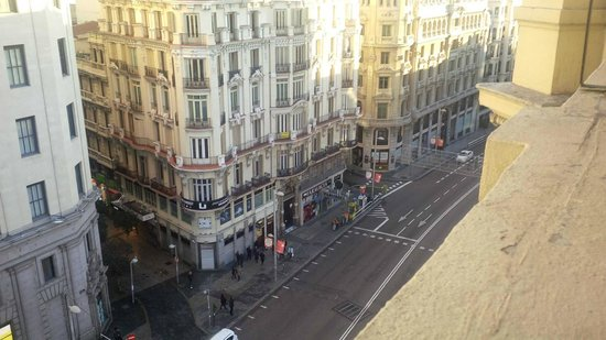Hostal Go Inn Madrid: View from our balcony (room 9)