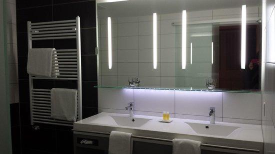 Parkhotel Quellenhof : bagno suite superior