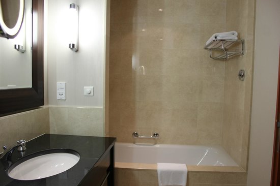 InterContinental Hotel Warsaw: Bathroom