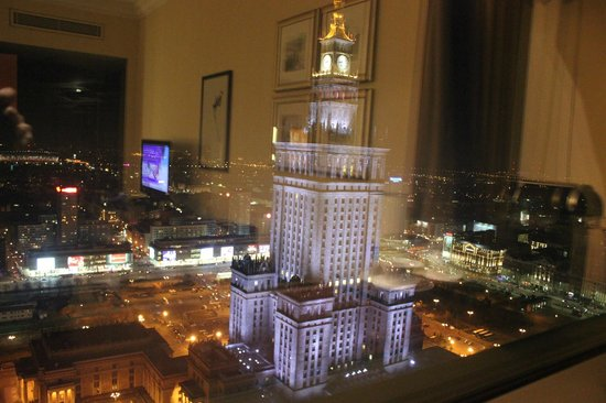 InterContinental Hotel Warsaw: view from room night: palace of culture and science