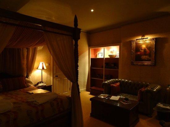 Black Lion Hotel: the Chablis room