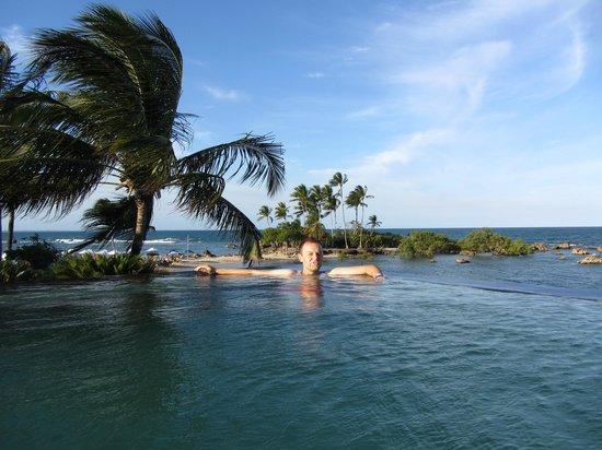 Pousada Minha Louca Paixao: La piscine à la hauteur avec la vue sur l'océan