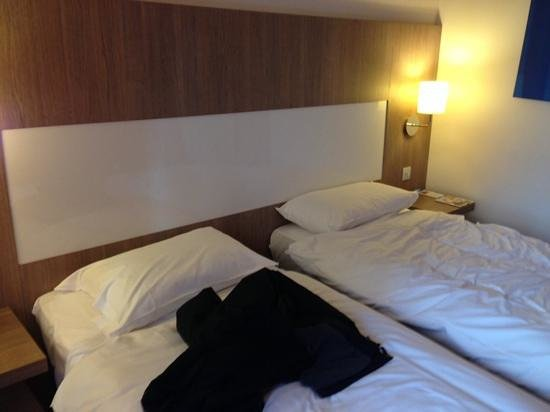 Park Inn by Radisson Manchester, City Centre: 2 Bed Room (We had lied down on these beds before taking the photo!)