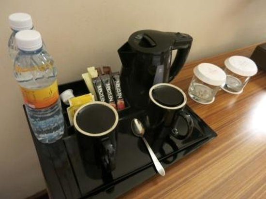 City Seasons Al Hamra Hotel Abu Dhabi: Choice of tea/coffe/water refilled every day