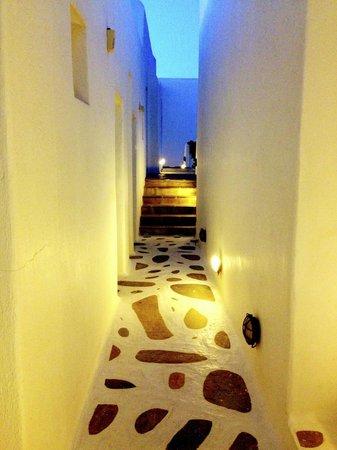 Vencia Hotel : hallways