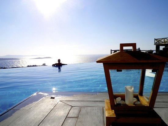 Vencia Hotel : pool at day