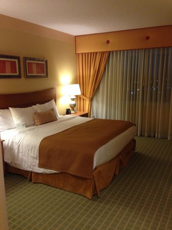 Embassy Suites by Hilton Northwest Arkansas: Bed