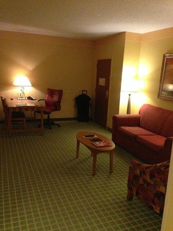 Embassy Suites by Hilton Northwest Arkansas: Door from bedroom door