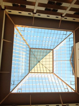 Embassy Suites by Hilton Northwest Arkansas: Atrium roof from breakfast area