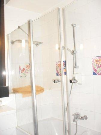 SENTIDO Phenicia: la salle de bain