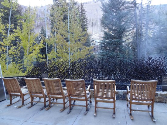 Hotel Talisa, Vail : Place to warm up by pool